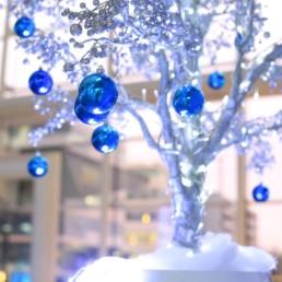 Décoration de Noël pour entreprise à Paris et sapins floqués