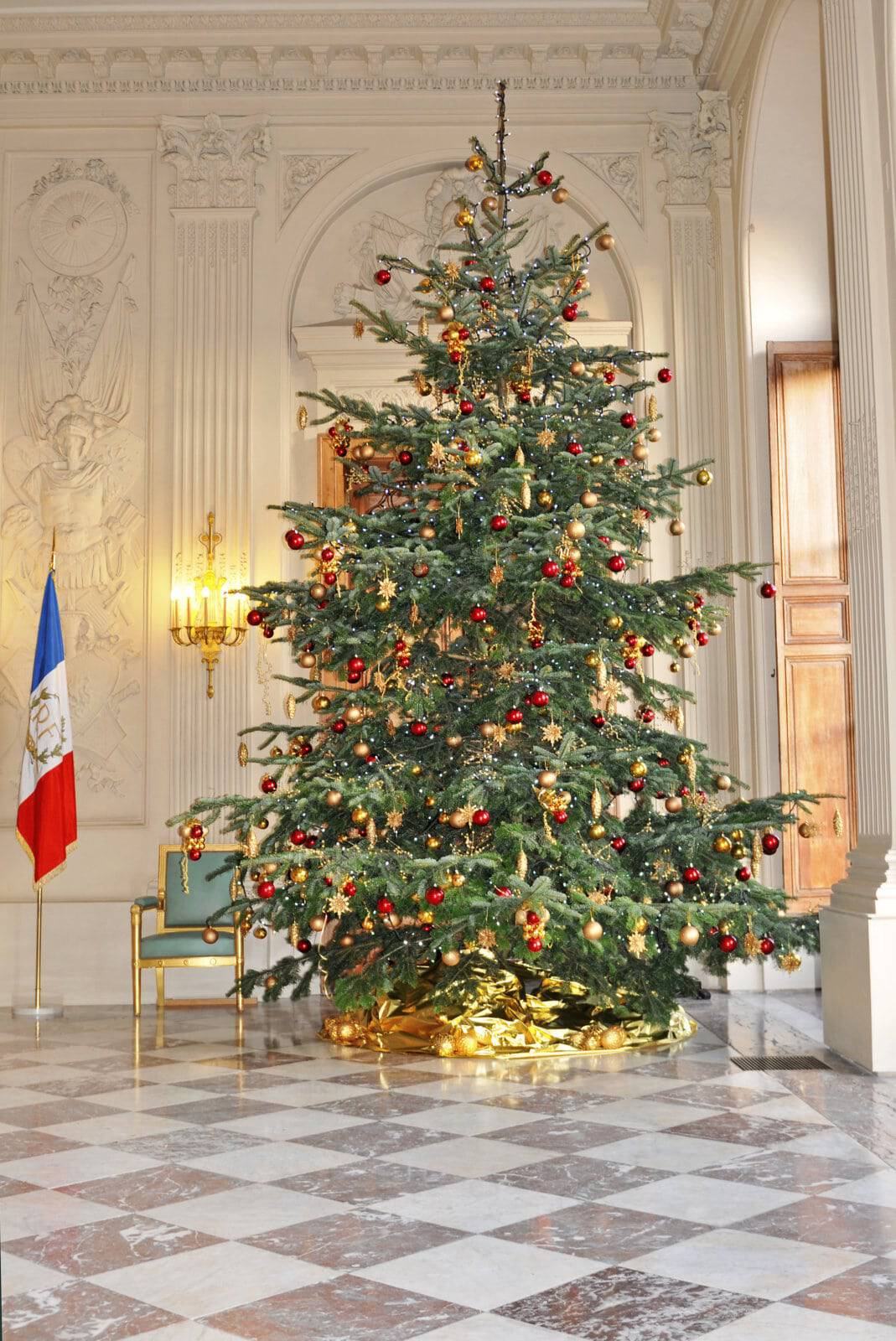 Sapins et décorations de Noël en entreprise et institutions par Green Decor